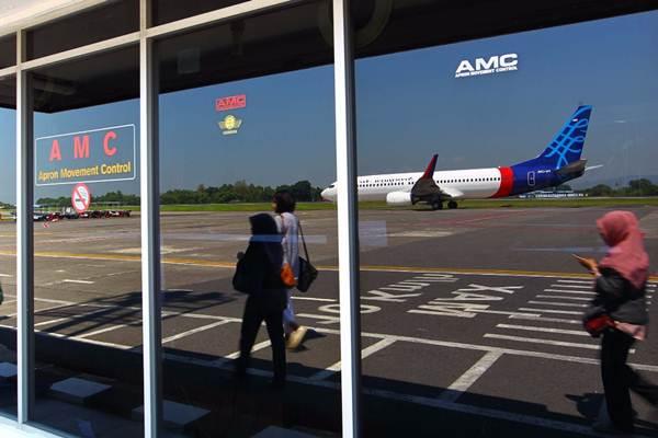 Penumpang tiba di Bandara Internasional Adi Sutjipto Yogyakarta, Jumat (4/5/2018). - JIBI/Dwi Prasetya