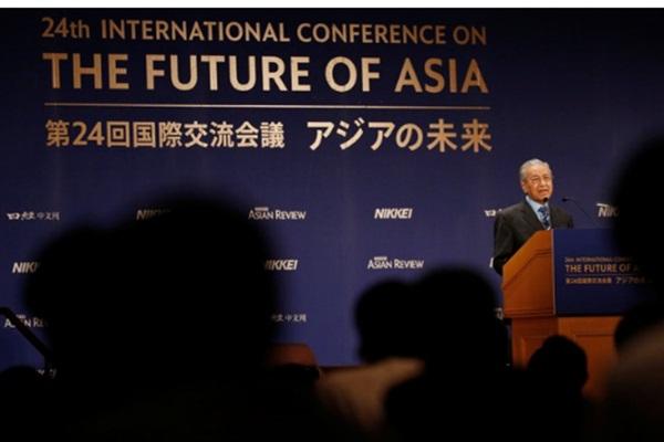 Perdana Menteri Malaysia Mahathir Mohamad menyampaikan pidato di Konferensi Internasional tentang Masa Depan Asia di Tokyo, Jepang, Senin (11/6/2018). - .Reuters/Issei Kato