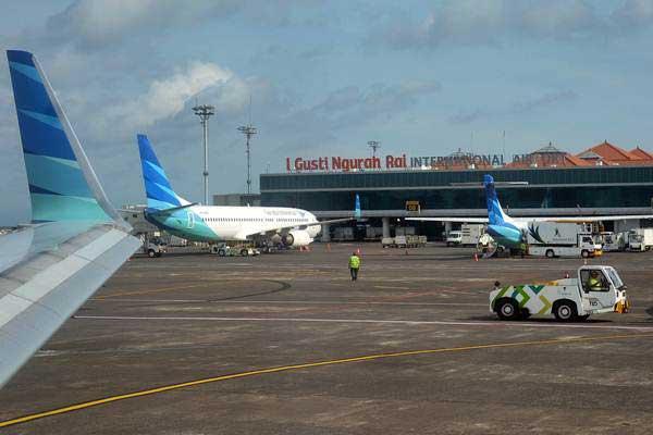Sejumlah pesawat terparkir di Bandara I Gusti Ngurah Rai, Bali, Selasa (20/3/2018). - ANTARA/Wira Suryantala