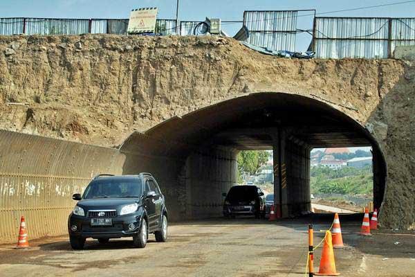 Kendaraan melintas di jalan tol fungsional Batang-Semarang, di Semarang, Jawa Tengah, Jumat (8/6/2018). - ANTARA/R. Rekotomo