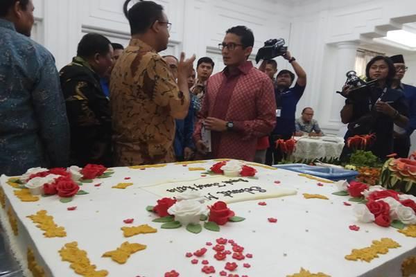 Anies Baswedan dan Sandiaga Uno hadir di perayaan ulang tahun Wapres Jusuf Kalla ke-75, Senin (15/5/2017). - Bisnis.com/Irene Agustine