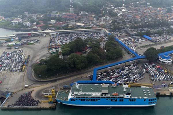 Foto aerial suasana Pelabuhan Merak, Banten. - Antara/Sigid Kurniawan