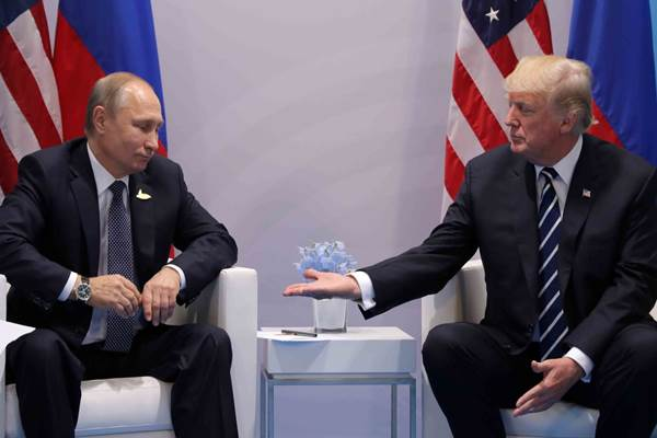 Presiden Rusia Vladimir Putin dan Presiden AS Donald Trump di KTT G20, Hamburg Jerman. - Istimewa