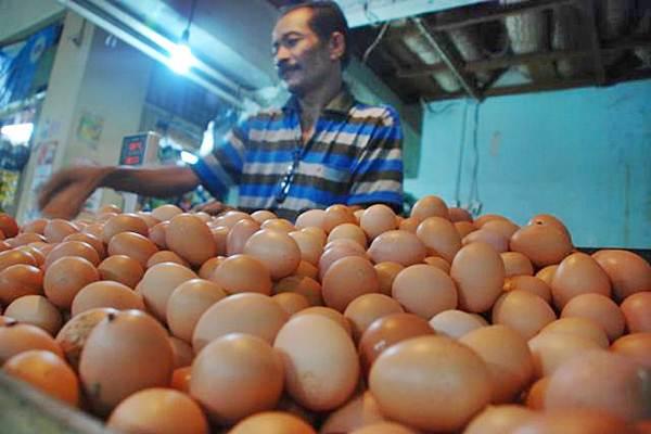 Pedagang telur di pasar tradisional. - JIBI/Dedi Gunawan