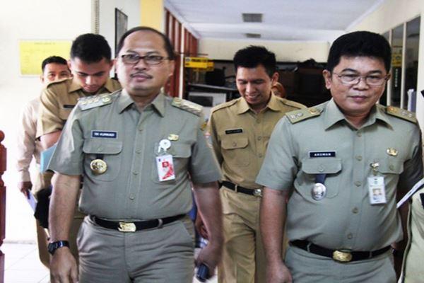 - Mantan Wali Kota Jakarta Selatan Tri Kurniadi (kiri). - eritajakarta