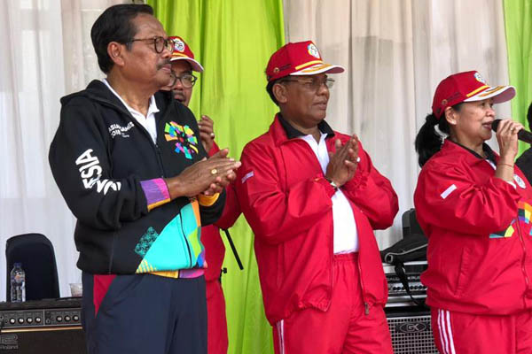 Jaksa Agung H. M Prasetyo (kiri) saat penutupan Pekan Olahraga Adyaksa Kejaksaan Agung ke-58, Rabu (18/7 - 2018).