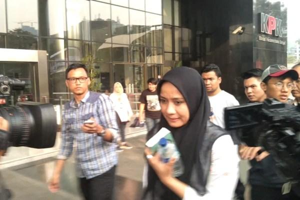 Darwati Agani, Istri Gubernur Aceh Irwandi Yusuf seusai menjalani pemeriksaan di KPK. - Bisnis/Rahmad Fauzan