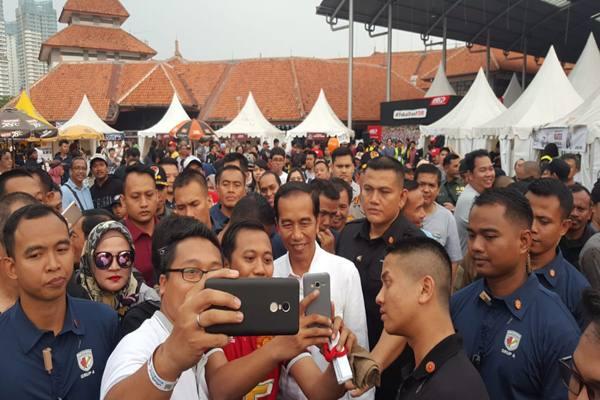Presiden Jokowi mengunggah foto lampau, ketika dia masih menjadi pengusaha mebel di Solo. - Instagram @jokowi