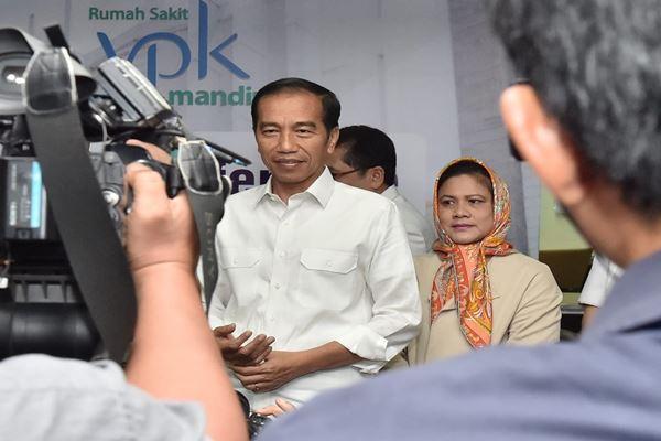 Presiden Joko Widodo dan Ibu Negara Iriana Joko Widodo menyambut kelahiran cucu kedua di RS YPK Menteng Jakarta Pusat, Rabu (1/8). - Dok. Biro Pers Istana Presiden