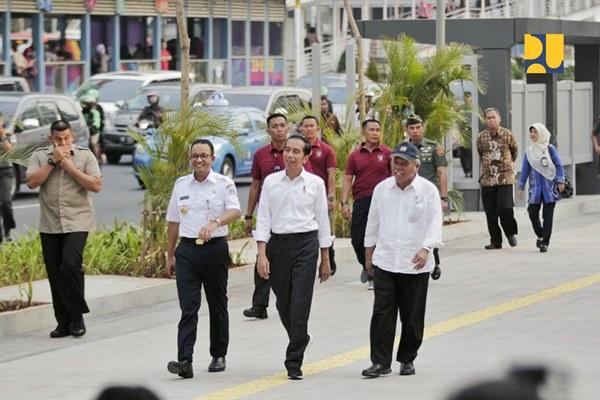 Menteri Pekerjaan Umum dan Perumahan Rakyat Basuki Hadimuljono, Presiden Joko Widodo dan Gubernur DKI Jakarta Anies Baswedan meninjau kesiapan infrastructure Asian Games.
