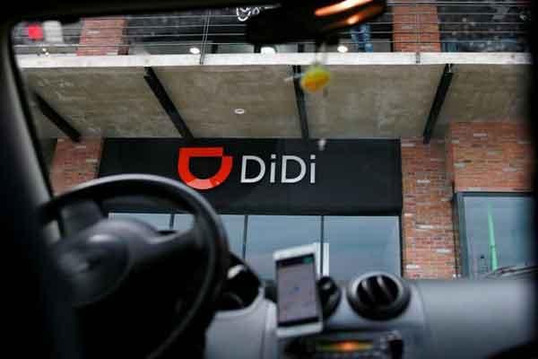 Logo Didi Chuxing tampak di pusat pengemudi di Toluca, Meksiko, Senin (23/4). - Reuters