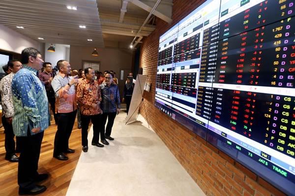 Ilustrasi: Fasilitas Galeri Investasi BEI di PT Chitose, Baros, Cimahi, Jawa Barat. - JIBI/Rachman