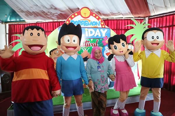 Direktur PRPP Jateng Titah Listiorini bersama karakter Doraemon dan teman/temannya