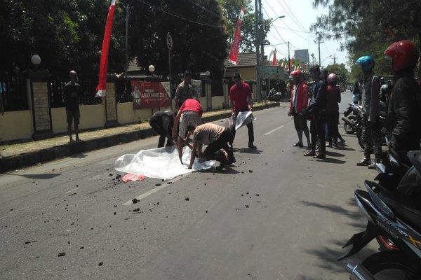 Korban di lokasi kecelakaan.