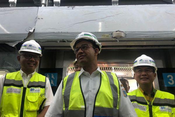 Gubernur DKI Jakarta Anies Baswedan menjajal Mass Rapid Transit (MRT) Jakarta dari Depo Lebak Bulus menuju Bundaran Hotel Indonesia, Kamis (23/8). - Bisnis/Feni Freycinetia Fitriani