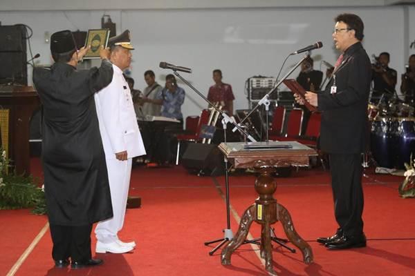 Syarifuddin saat dilantik oleh Mendagri Tjahjo Kumolo - Bisnis/Alif Nazzala Rizqi