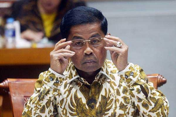 Menteri Sosial Idrus Marham mengikuti rapat kerja dengan Komisi VIII DPR di Kompleks Parlemen, Senayan, Jakarta, Selasa (30/1). - ANTARA/Akbar Nugroho Gumay