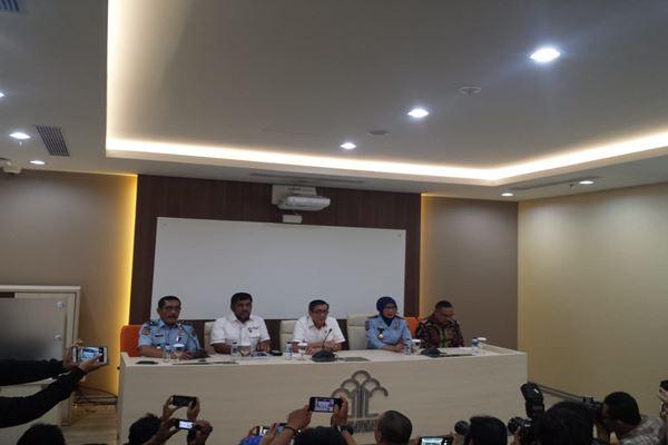 Menkumham Yasonna Laoly, Dirjen Kemenkumham Sri Puguh Budi Utami saat konferensi pers perkembangan kasus OTT Kalapas Sukamiskin, di Kantor Kemenkumham, Jakarta, Senin (23/7). - JIBI/Muhammad Ridwan