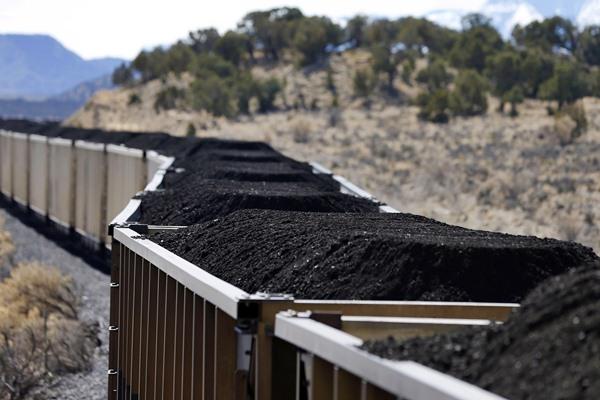 Ilustrasi proses penambangan batu bara. - Bloomberg/George Frey