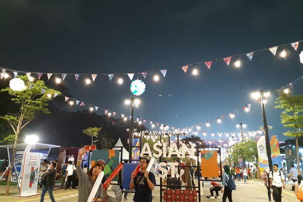 Suasana Asian Fest di Kompleks Gelora Bung Karno, Senayan, Jakarta dalam rangka gelaran Asian Games 2018, Jumat (24/8). - Bisnis/Feni Freycinetia Fitriani