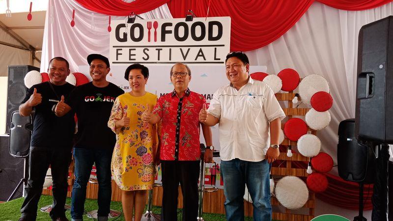 Manado menjadi kota ke-11 yang dipilih Go-Jek untuk menyelenggarakan Go-Food Festival, yang dimulai pada Sabtu (25/8). Festival kuliner ini diharapkan mampu mengerek perkembangan Usaha Mikro, Kecil, dan Menengah (UMKM) di Sulawesi Utara. - Bisnis/Deandra Syarizka