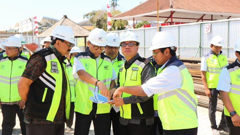 Direksi PT Angkasa Pura I (Persero) saat meninjau proyek pengerjaan sejumlah fasilitas di Bandara Internasional I Gusti Ngurah Rai, Denpasar, Bali. - Istimewa