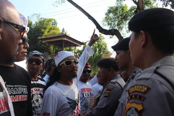Aksi Tolak Reklamasi Teluk Benoa masyarakat Bali yang terhimpun dalam ForBALI, Sabtu (25/8/2018). - Ni Putu Eka Wiratmini