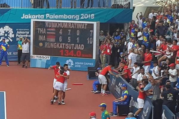 Aldila Sutjiadi dan Christopher Rungkat meluapkan kegembiraan setelah memenangkan laga final ganda campuran tenis Asian Games 2018. - Bisnis/Dini Wulandari