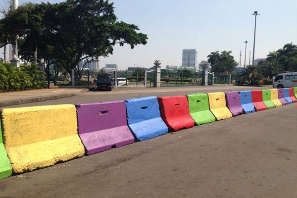 Kawasan Monas di Jakarta Pusat dicat warna-warni menjelang Asian Games 2018. - JIBI/M Ridwan