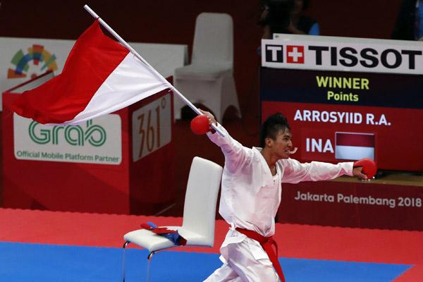 Karateka Indonesia, Arrosyiid Rifki Ardiansyah, meraih medali emas Asian Games 2018 di nomor Kumite 60 kilogram Minggu 26 Agustus 2018.Reuters - Issei Kato