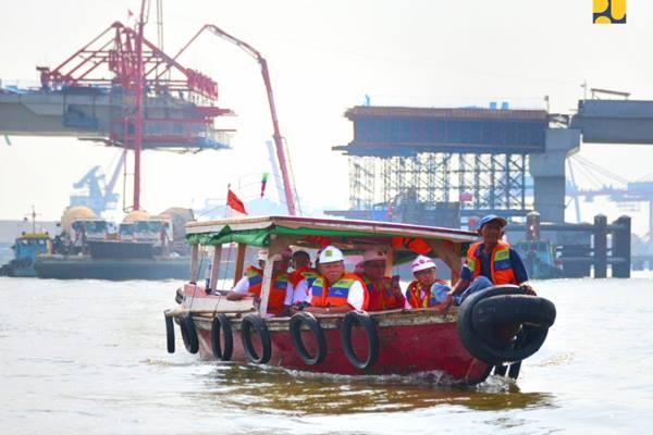 Menteri PUPR Basuki Hadimuljono meninjau pembangunan jembatan Musi IV di Palembang, Sumatera Selatan - Istimewa