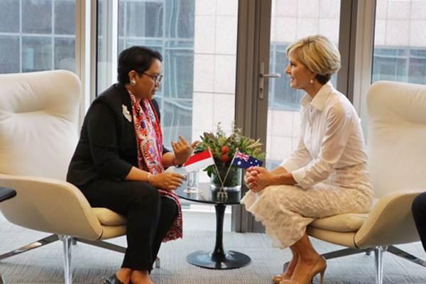 Menteri Luar Negeri Retno Lestari Marsudi (kiri) beramah tamah dengan Menlu dan Perdagangan Australia Julie Bishop dalam pertemuan di Commonwealth Parliamentary Offices, 1 Bligh Street, Sydney, Australia, Jumat (16/3/2018). - Istimewa