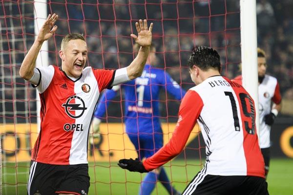 Jens Toornstra (kiri) dan Steven Berghuis, dua andalan Feyenoord Rotterdam - Football Oranje