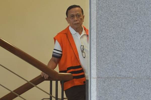 Mantan anggota DPR Fraksi Partai Demokrat Amin Santono bersiap menjalani pemeriksaan di gedung KPK, Jakarta, Senin (30/7/2018). - ANTARA/Wahyu Putro A