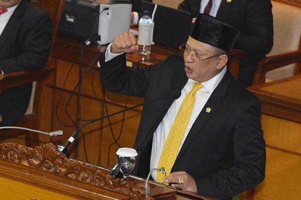 Ketua DPR Bambang Soesatyo menyampaikan sambutan seusai dilantik sebagai Ketua DPR dalam rapat paripurna DPR, di Kompleks Parlemen, Senayan, Jakarta, Senin (15/1). - ANTARA/Wahyu Putro A
