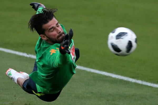 Kiper Liverpool Alisson Becker - Reuters