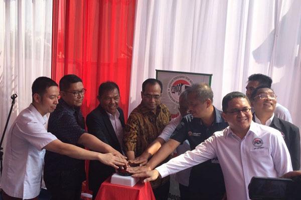 Menhub saat Meresmikan Graha Aptrindo di Jakarta dan berdiskusi dengan Ketua Umum DPP Aptrindo Gemilang Tarigan Kamis (26/7/2018). - Bisnis/Akhmad Mabrori