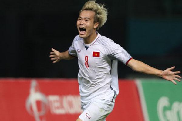 Pemain Vietnam Nguyen van Toan selepas mencetak gol penentu kemenangan timnya atas Suriah pada Senin (27/8/2018) malam. Vietnam menjadi satu-satunya negara yang lolos ke semifinal cabang sepak bola putra Asian Games 2018. - Antara