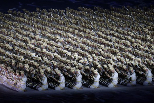 Kemeriahan pembukaan Asian Games 2018 - Reuters/Athit Perawongmetha