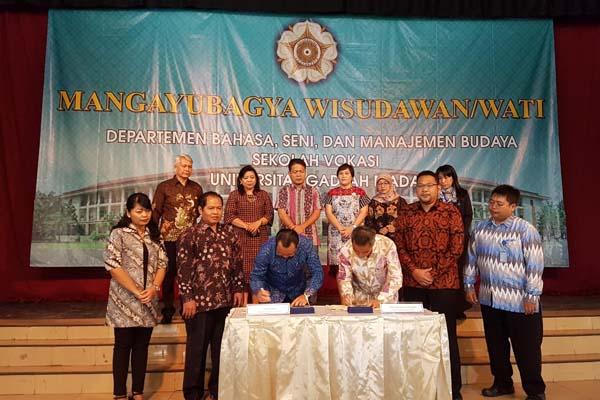 Penandatanganan nota kesepakatan (memorandum of understanding/MoU) dilakukan oleh Ketua IHGMA chapter Yogyakarta Herryadi Bain dengan Dekan Vokasi UGM Wikan Sakarinto, Senin (27/8/2018). - Istimewa