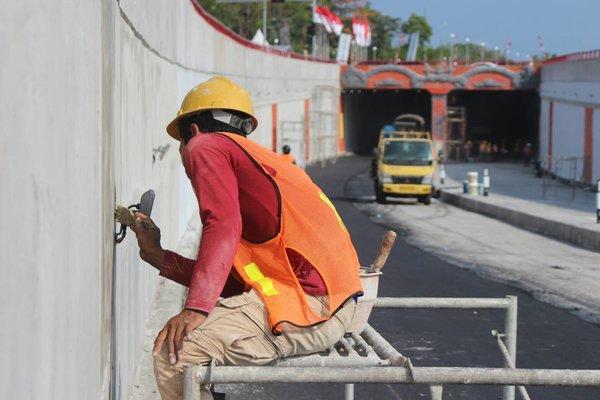 Penyelesaian tahap akhir Underpasss Simpang Tugu Ngurah Rai. - Bisnis/Ni Putu Eka W.