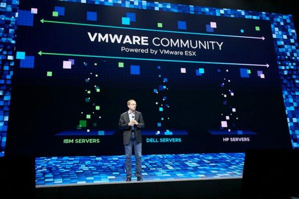 CEO VMware Pat Gelsinger saat memberikan keynote speech dalam General Session Day 1 ajang VMworld 2018 yang digelar di Mandalay Bay Convention Center, Las Vegas, AS, Senin (27/8). - Bisnis/Achmad Aris