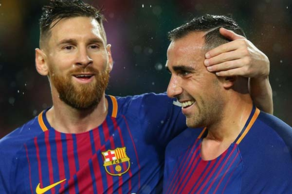 Paco Alcacer (kanan) bersama Lionel Messi - Reuters/Albert Gea