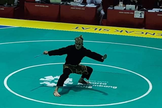 Pesilat Indonesia Sugianto saat tampil di babak final nomor artistik - Bisnis/Yusran Yunus