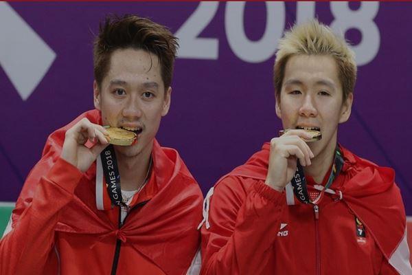 Pasangan Marcus Fernaldi Gideon / Kevin Sanjaya meraih medali emas di nomor bulu tangkis gandara putra Asian Games 2018. - Dok.PBSI