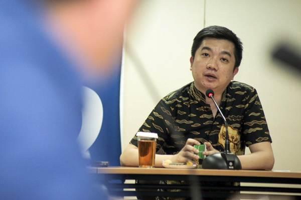 Founder dan CEO Tokopedia William Tanuwijaya memberikan paparan saat berkunjung ke Wisma Bisnis Indonesia, di Jakarta, Senin (4/6/2018). - JIBI/Felix Jody Kinarwan