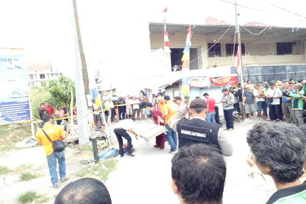 Olah tempat kejadian perkara pembunuhan di Semarang Timur.