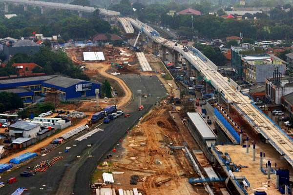 Suasana pembangunan depo Mass Rapid Transit (MRT) di Lebak Bulus, Jakarta, Selasa (11/7). - ANTARA/Rivan Awal Lingga