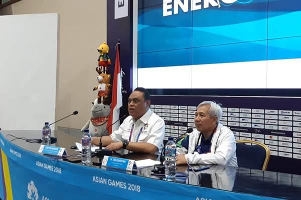 Ketua Kontingen Indonesia Syafruddin (kiri) dan Direktur Media & PR Inasgoc Danny Buldansyah (kanan) saat memberi keterangan pada acara jumpa media di Media Press Center Asian Games 2018, Jakarta Convention Center, Senayan, Jakarta Pusat, Rabu (29/8/2018). - Bisnis/Nur Faizah