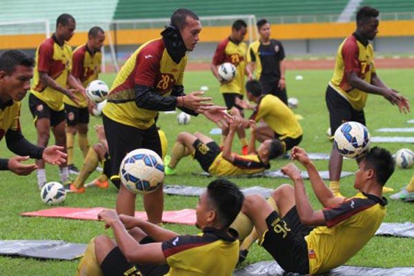 Para pemain Sriwijaya FC sedang berlatih - Antara/Nova Wahyudi
